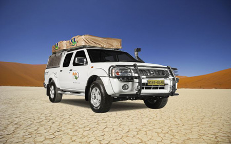 Nissan 4x4 with roof top tents - book at 4 Seasons Car Rental